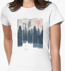 A Fox in the Wild... Women's Fitted T-Shirt