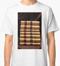 Stapel antike Bücher Classic T-Shirt