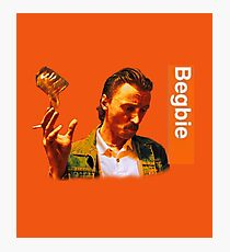Begbie throws Glass of Beer - Scene from Trainspotting T-Shirt Photographic Print