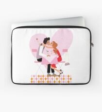 kissing couple Laptop Sleeve