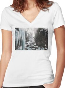 Cold and beautiful landscape landscape photography Women's Fitted V-Neck T-Shirt