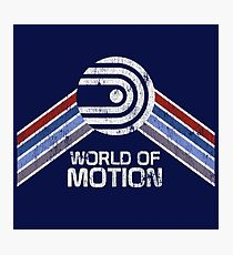 World of Motion Logo im Vintage Distressed Stil Fotodruck
