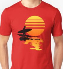 Surfender Sonnenaufgang Slim Fit T-Shirt