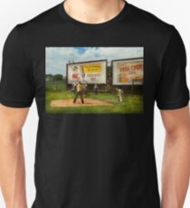 Sport - Baseball - America's past time 1943 Unisex T-Shirt