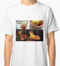 Stil leben in Orange and Yellow Classic T-Shirt