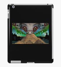 illuminati alien iPad Case/Skin
