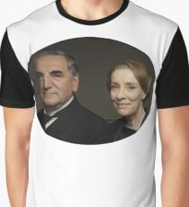"""Mr Carson e Mrs Hughes"" Downton Abbey Graphic T-Shirt"