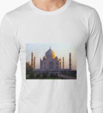 The Taj Mahal catches the sun at sunrise T-Shirt