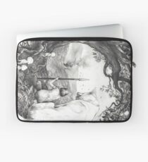 Between the roots and the branches Laptop Sleeve