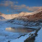 Snowdon sunrise by robevans
