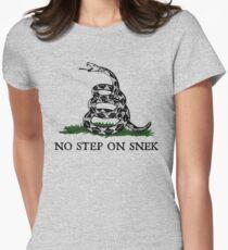 Kein Schritt auf Snek Graphic Tailliertes T-Shirt