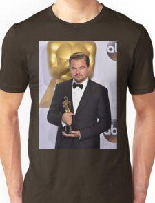 Leonardo DiCaprio with the Oscar (2) Unisex T-Shirt