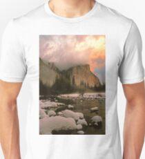 WINTER STORM,EL CAPITAN Unisex T-Shirt