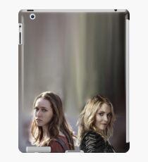 Elyza Lex & Alicia Clark iPad-Hülle & Klebefolie