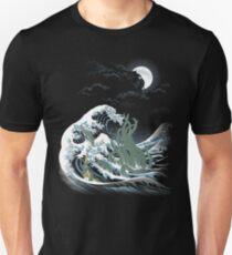 Die Welle aus R'lyeh Slim Fit T-Shirt