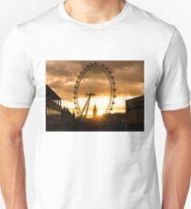 Framing a London Sunset Unisex T-Shirt