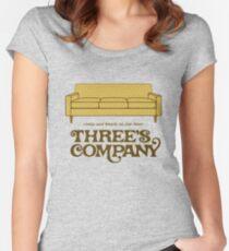 Camiseta entallada de cuello ancho Compañía de tres