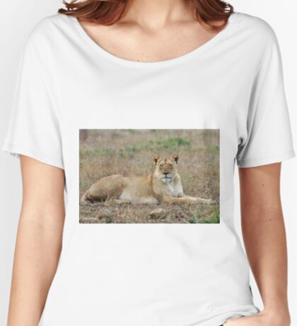 WATCHING - The lioness -  Panthera leo Women's Relaxed Fit T-Shirt