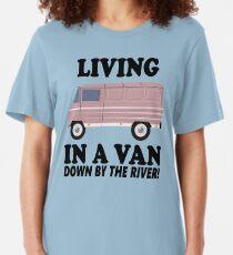 Camiseta ajustada Viviendo en una furgoneta, junto al río