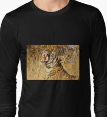 Yawn: Sub-Adult Male Bengal Tiger Long Sleeve T-Shirt