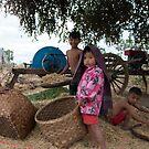 Family in Myanmar. by Clara Go (missatgerebut)