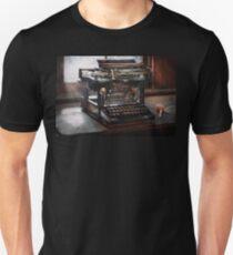 Steampunk - Typewriter - A really old typewriter  Unisex T-Shirt