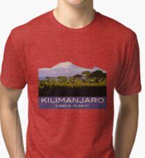 Kilimanjaro-Andenken-Entwurf, in der Weinlese-Reise-Plakat-Art Vintage T-Shirt