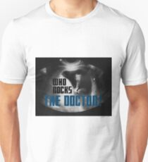 Who rocks? - The Doctor! T-Shirt