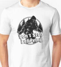 Bigfoot  Sasquatch Dont Stop Believing T-Shirt
