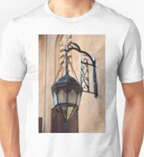 Vintage Gothic outdoor lamppost. Unisex T-Shirt