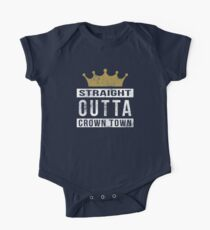 Straight Outta Crown Town 2 Baby Body Kurzarm