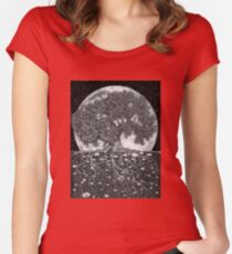 Above and Below Women's Fitted Scoop T-Shirt