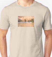 Hooded Merganser Couple Landing - Harle couronné - Parc National Mont Tremblant Unisex T-Shirt