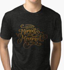 Camiseta de tejido mixto Esto no es un momento, es el movimiento