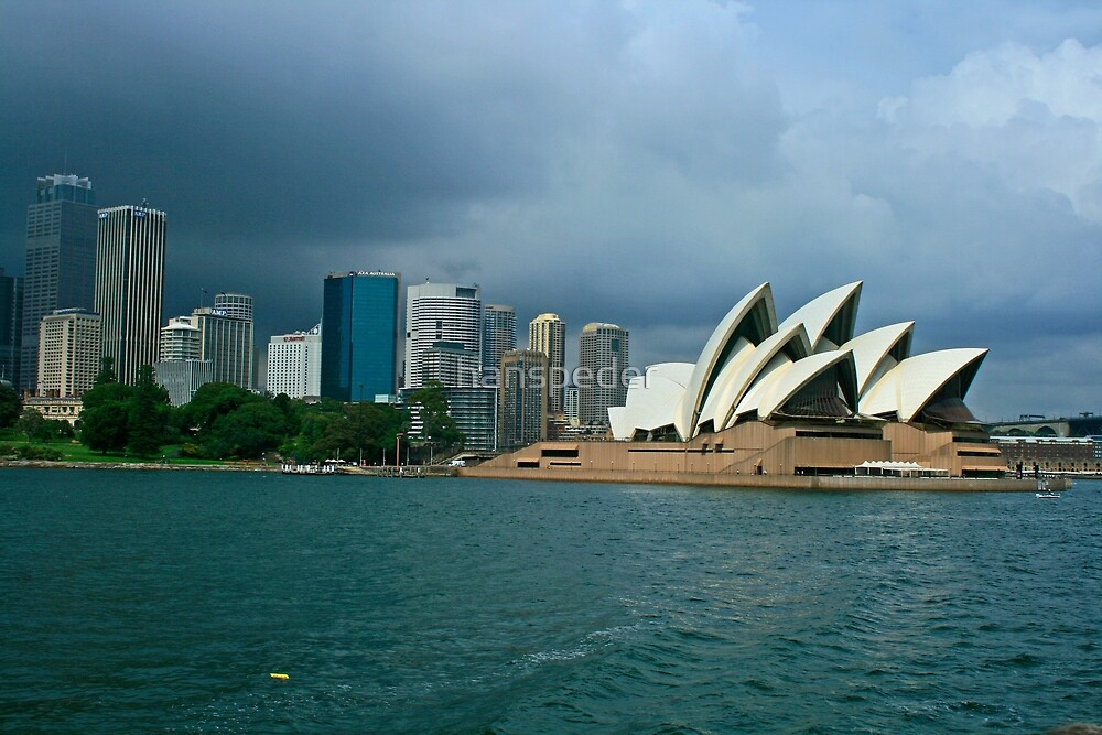 Dark skies over Sydney, NSW. by hans peðer alfreð olsen
