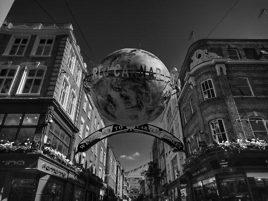London 090 BW by Lance Vaughn