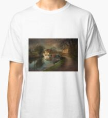 Bathampton on the kennet and Avon canal Classic T-Shirt