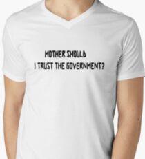 Camiseta para hombre de cuello en v La madre de Pink Floyd debe confiar en la camiseta del gobierno
