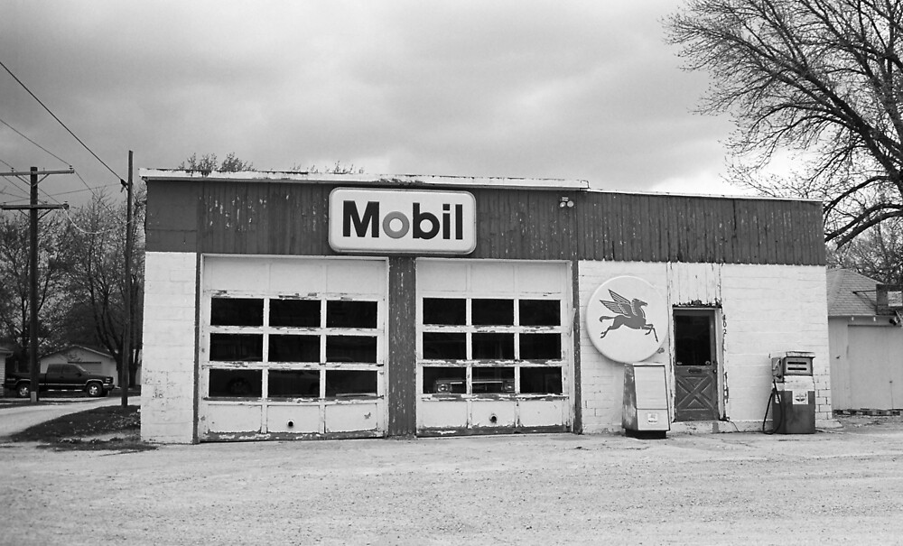 Route 66 - Rusty Mobil Station by Frank Romeo