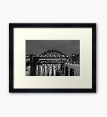 Die Tyne Bridge in der Nacht Gerahmtes Wandbild