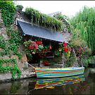 Boat and lavoir in Pontrieux  along the Trieux river by 29Breizh33
