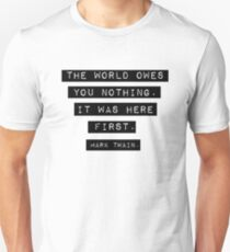 The world owes you nothing - Mark Twain T-Shirt