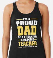 Camiseta con espalda nadadora Papá orgulloso de un profesor impresionante Freaking. (sí, ella me compró esto). Regalo del día del padre para papá