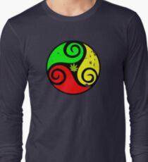 Reggae Rasta Love Vibes - Cool Cannabis Reggae Flag Design T-Shirt