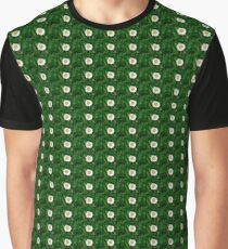 Single daisy with green background Graphic T-Shirt