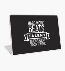 Vinilo para portátil el trabajo duro vence al talento cuando el talento no funciona