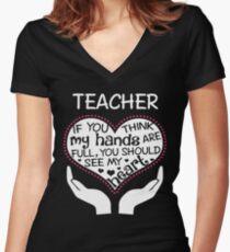 Herz eines Lehrers. Wenn du denkst, dass meine Hände voll sind, solltest du mein Herz sehen. Tailliertes T-Shirt mit V-Ausschnitt