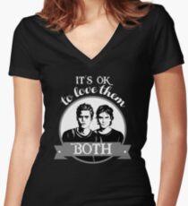 Camiseta entallada de cuello en V Está bien amarlos a los dos.