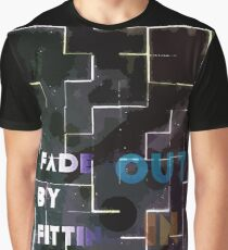 Fade out (DARK) by fitting in Graphic T-Shirt