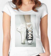 Converse / Spitzenschuh Tailliertes Rundhals-Shirt